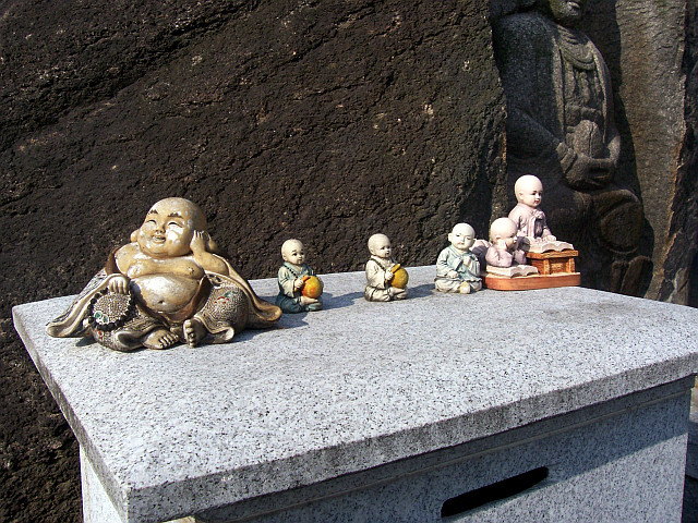 Guksadang temple - Figurines