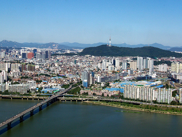 Yeouido - View over Seoul and Namsan hill from tower 63