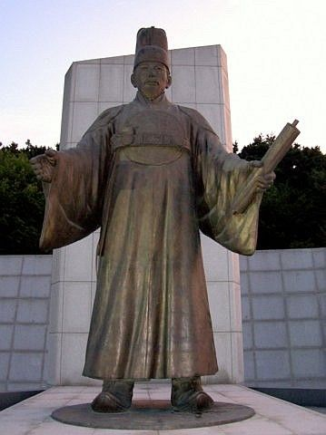 Hwaseong fortress - Statue of king Jeongjo