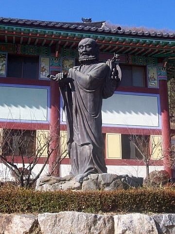 Waujeongsa temple - Statue of a monk