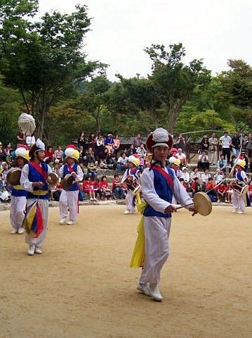 Yong-in folk village - Show of traditional dance (1/4)
