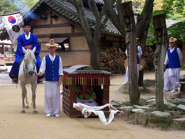 Yong-in folk village - Traditional wedding ceremony show (5/6)