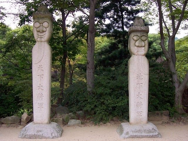 Yong-in folk village - Stone totems