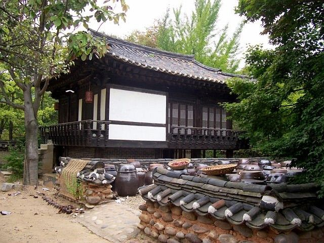 Yong-in folk village - Traditional house with outside courtyard