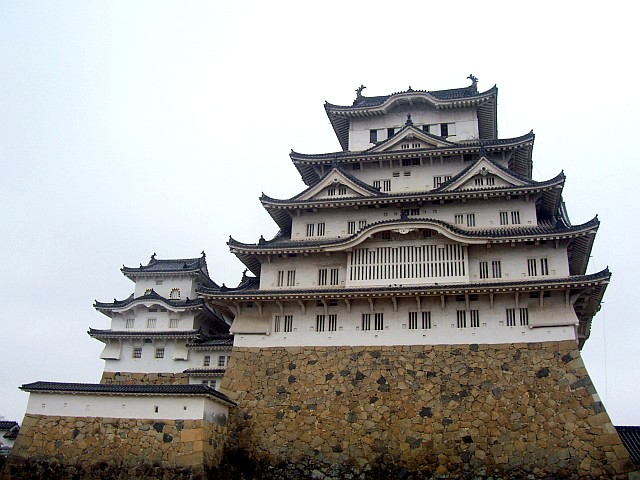 Himeji castle seen from the courtyard