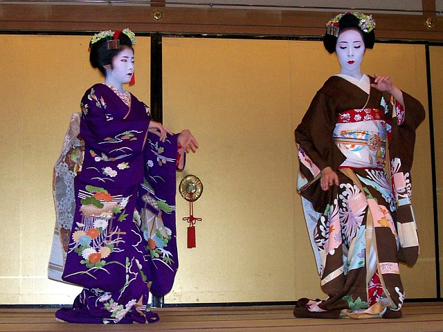 Gion corner - Kyomai, the dance of maikos
