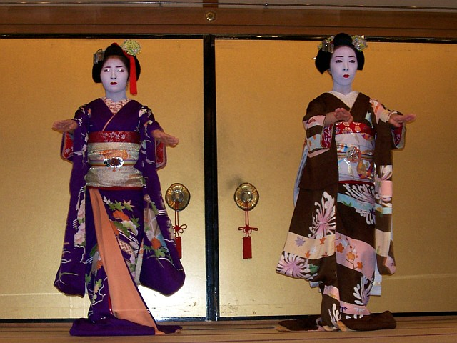 Gion corner - Kyomai performed bt two maikos