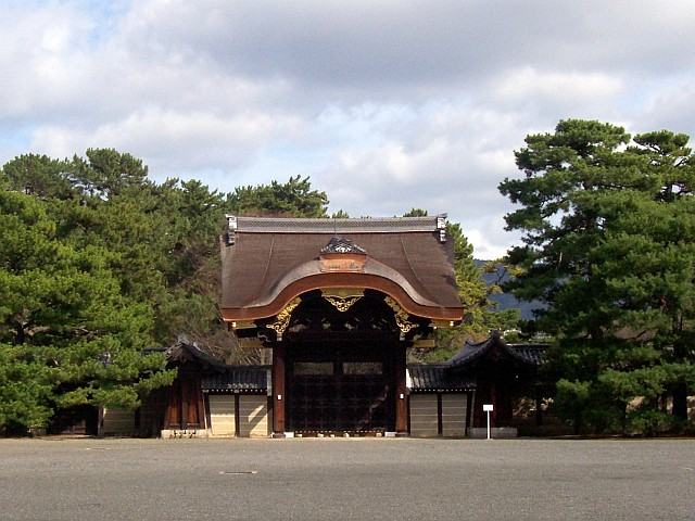 Imperial palace - Gate with big roof