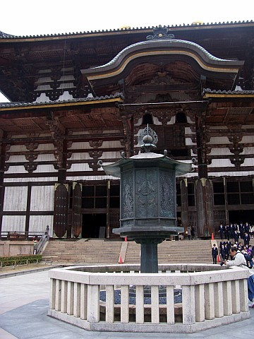 Todai-ji temple - Octogonal lantern