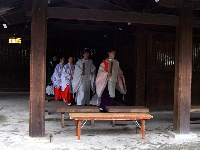 Meiji shrine - Shinto priests and mikos