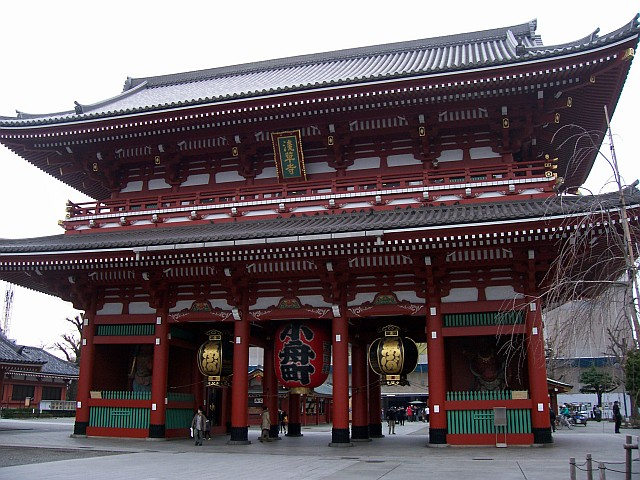 Senso-ji Buddhist temple - Main gate (Hozomon gate)