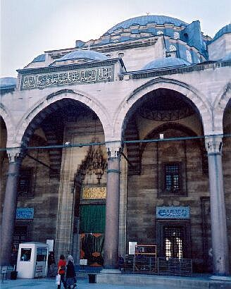 Süleymaniye Mosque, entrance seen from the courtyard