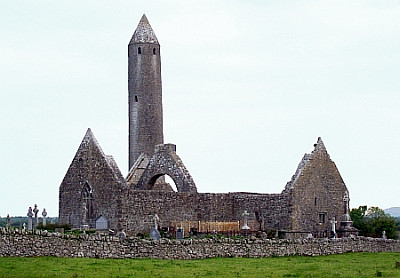 Round tower and ruins of the monastery
