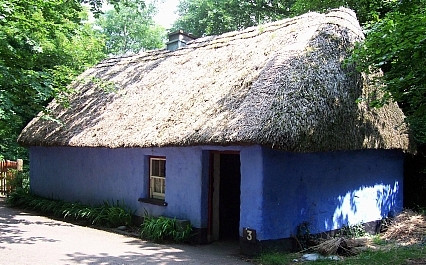 Bunratty folk village - Thatched house