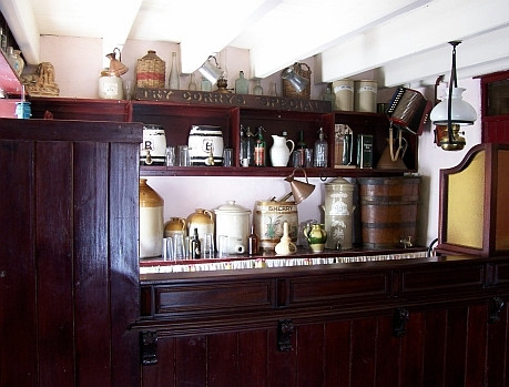 Bunratty folk village - Inside of a typical village pub