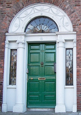 Door of a Dublin georgian house (view 3)