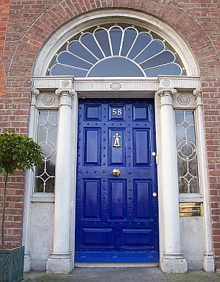 Door of a Dublin georgian house (view 6)