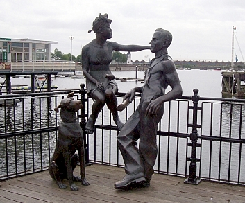 Cardiff bay - Statues at mermaid quay