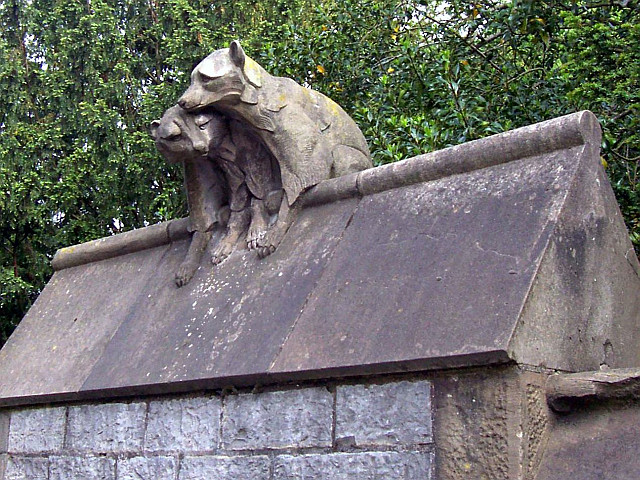 Cardiff castle - Animal wall, racoons