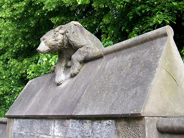 Cardiff castle - Animal wall, bear