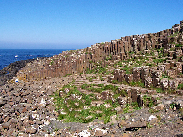 Giant's causeway, the grand causeway (view 2)