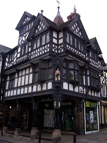 Chester - Tudor style building (view 4)