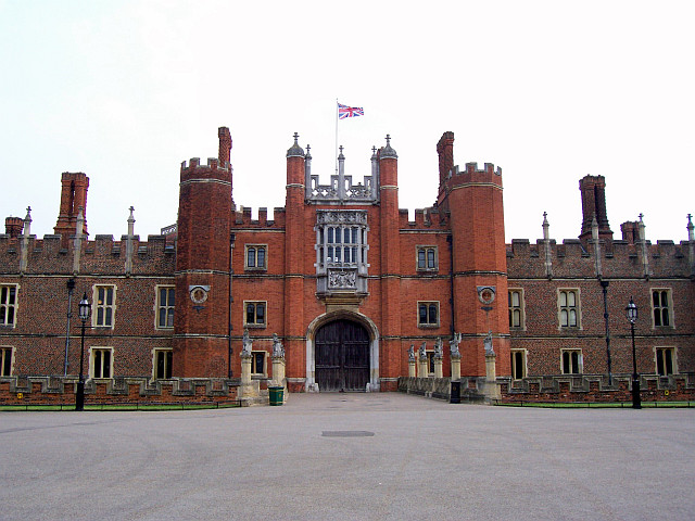 Hampton court - Entrance
