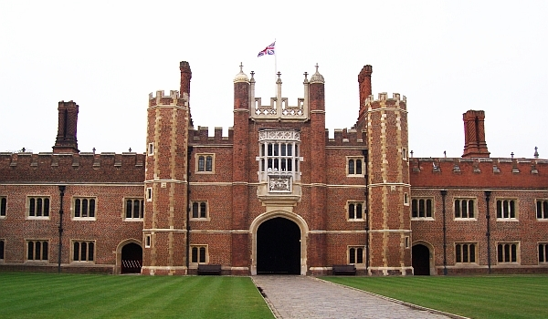 Hampton court - view from the courtyard