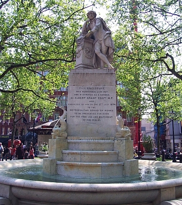 Leicester square - Shakespeare statue