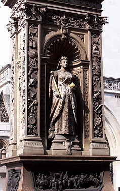 Inns Court - Statue of Queen Victoria
