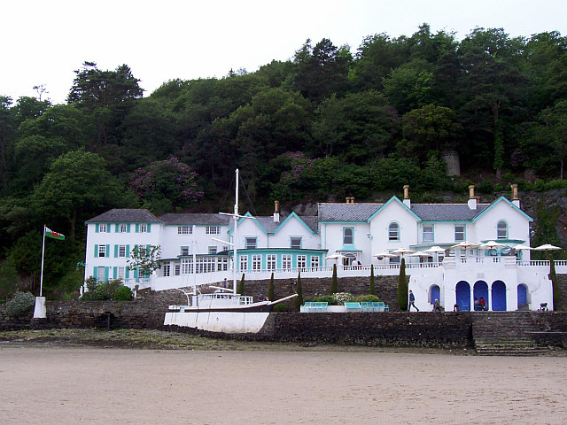 Portmeirion - Hotel and stone boat