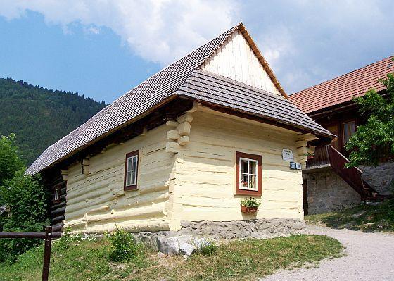 Photo vlkol nec maison en bois peinte en jaune - Maison en bois peinte ...