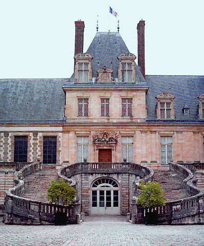Fontainebleau castle - White horse courtyard