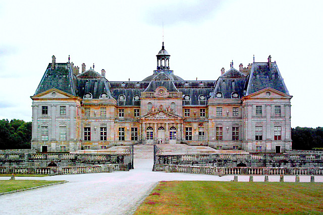 Vaux-le-Vicomte castle - seen from courtyard