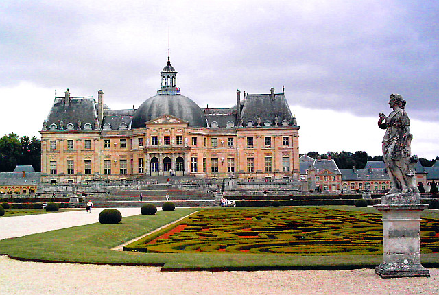 Vaux-le-Vicomte castle - seen from gardens