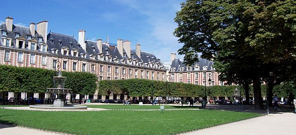 Photo quartier du marais place des vosges - Quartier du marais metro ...