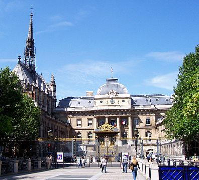 Courthouse in front of Sainte Chapelle (the Holy chapel)