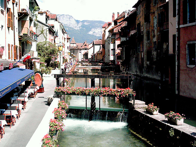 Annecy - Flowered canal