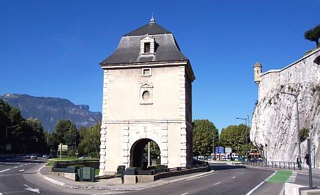 Grenoble - Gate and watchtower of the ramparts