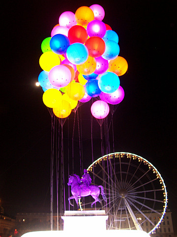 Illuminations in Lyon - Multi-coloured balloons over the statue of Louis XIV (2011)