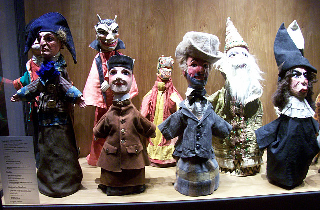 Gadagne museum - Guignol and other puppets